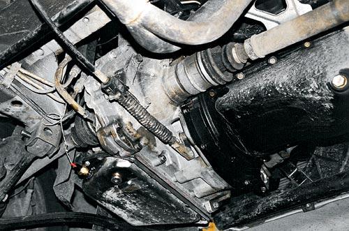 Так выглядит шестнадцати клапанный мотор ВАЗ-2112, соединенный с бесступенчатой коробкой передач типа VT1