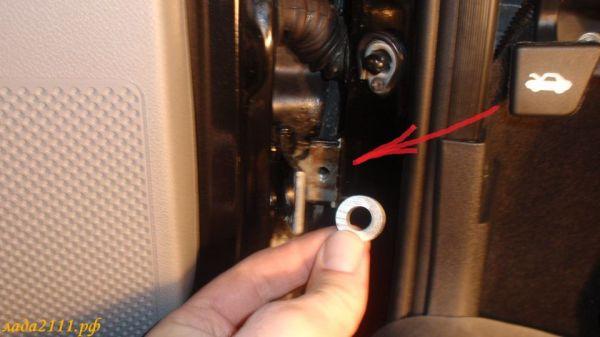 Выравнивание двери с помощью шайбы