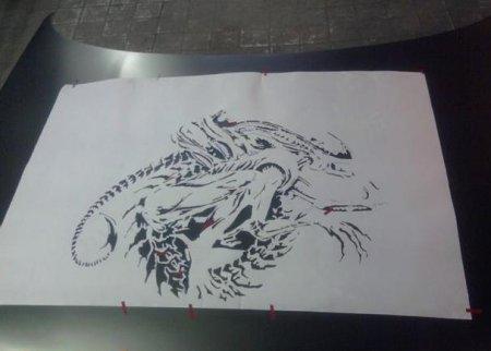 Рисунок, вырезав из которого все черные элементы получим трафарет